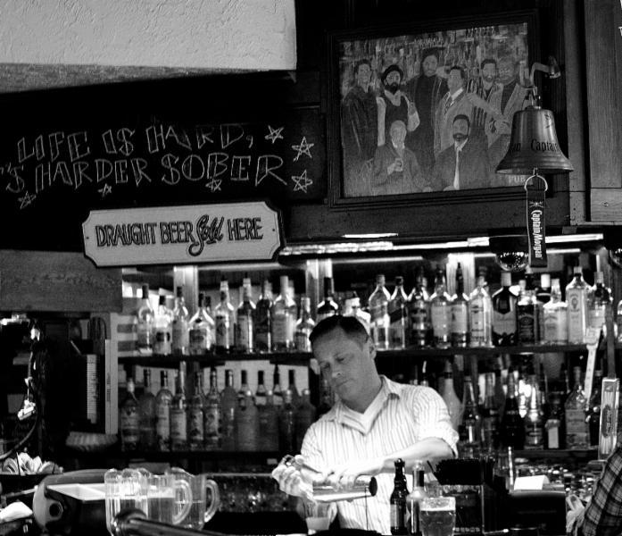 Maude Hunter's Pub - Photo 1