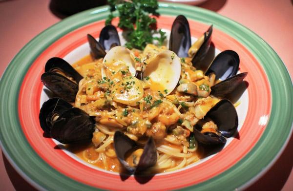 Au Parmesan Restaurant - Photo 9