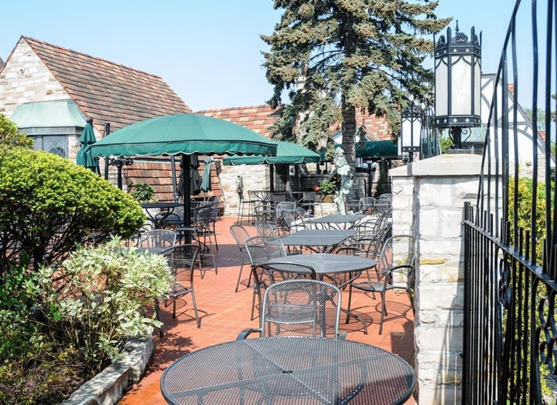 La Castile Steak House & Tavern - Photo 7