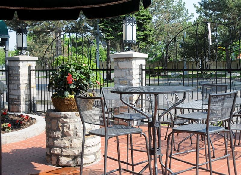 La Castile Steak House & Tavern - Photo 8