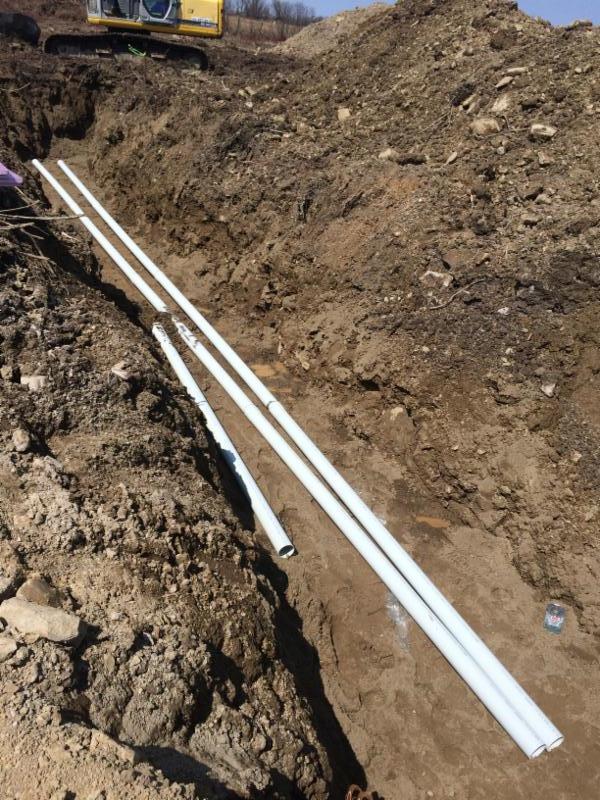 Travaux pour le raccordement des réseaux pluvial et sanitaire d'une résidence. Contactez nous pour vos projets de construction neuves.