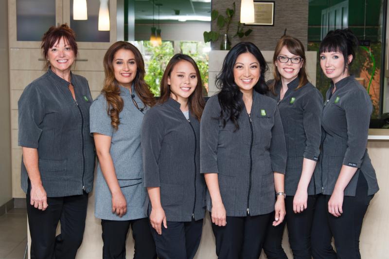 Notre équipe de professionnels en soins dentaires.