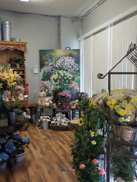 Welcome to our new shop.  We have moved to a bigger brighter location to serve you better.  Come visit us for great prices and superior selection.  Cut flowers, giftware and potted plants .