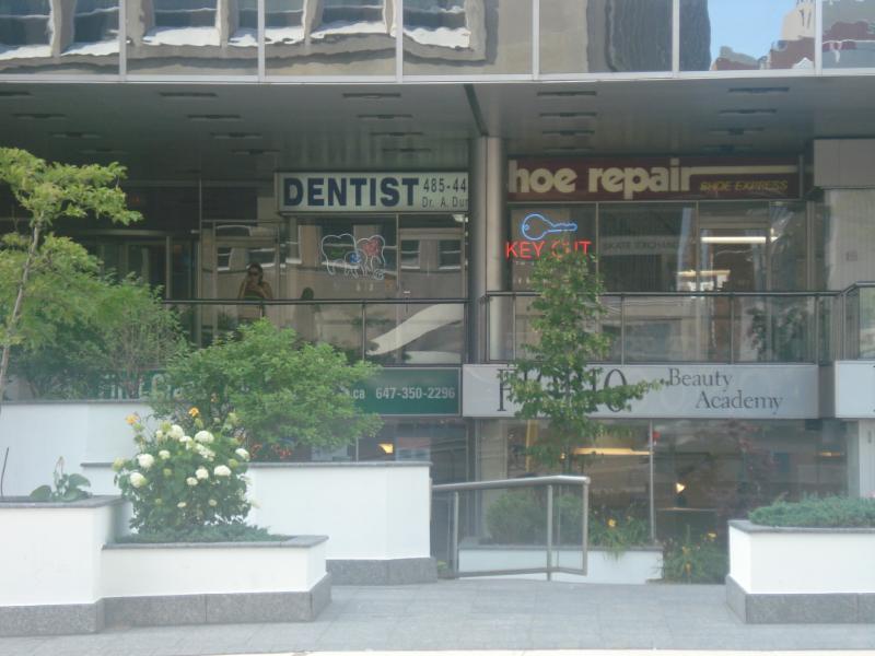 A dunec dr yonge davisville dental centre toronto on for Cash piscine cuers