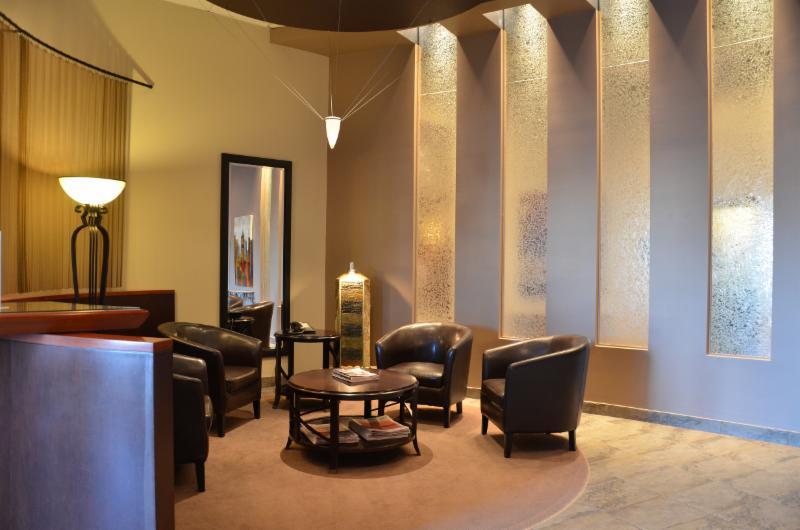 re max 2000 horaire d 39 ouverture 1620 boul de l 39 avenir laval qc. Black Bedroom Furniture Sets. Home Design Ideas