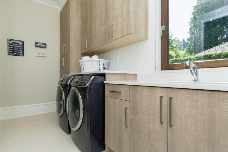 G b woodcraft ltd surrey bc 20 8528 123 st canpages for Bathroom cabinets surrey bc
