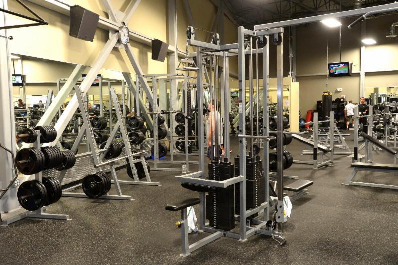 Club Phoenix Fitness - Victoria, BC - 305-895 Langford Pky ...