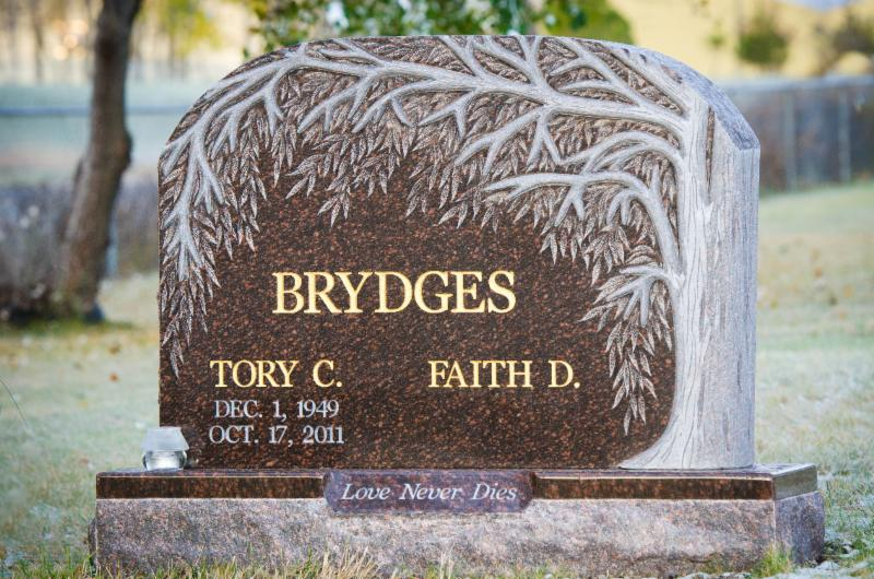 Custom sculptured tree memorial installed in Kenora cemetery