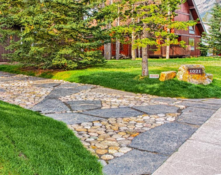 Flagstone Driveway, Rundle Rock, River Rock, Rock Feature, Driveway Landscaping Ideas, Front Yard Landscaping Ideas, Image, Landscaping, Construction, Solkor, Canmore, Banff, Mountain Outdoor Living Spaces