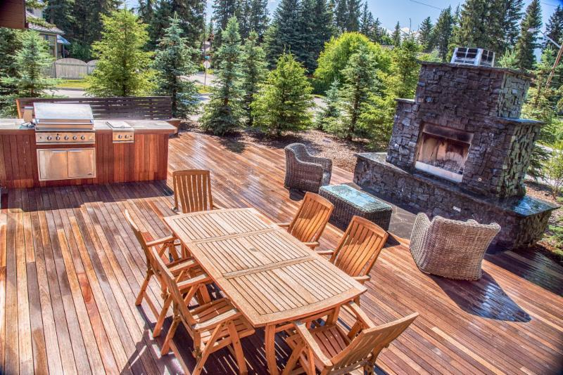 Masonry, Rundle Stone, Fireplace, Flagstone, Outdoor Kitchen, BBQ, Patio Furniture, Deck, Backyard Entertaining, Backyard Landscaping Ideas, Image, Landscaping, Construction, Solkor, Canmore, Banff, Mountain Outdoor