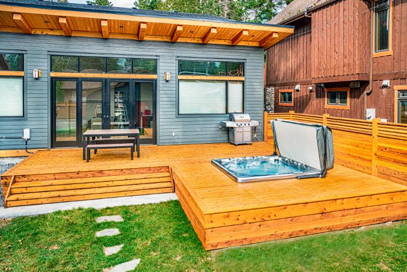 Hot Tub, Deck, Patio, Fence, Wood Deck, Modern Backyard, BBQ, Hot Tub Ideas, Backyard Landscaping Ideas, Image, Landscaping, Construction, Solkor, Canmore, Banff, Mountain Outdoor Living Spaces