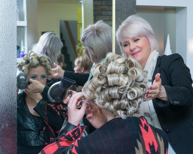 Salon de coiffure l 39 imprevue saint augustin de desmaures for Miroir coiffure st augustin