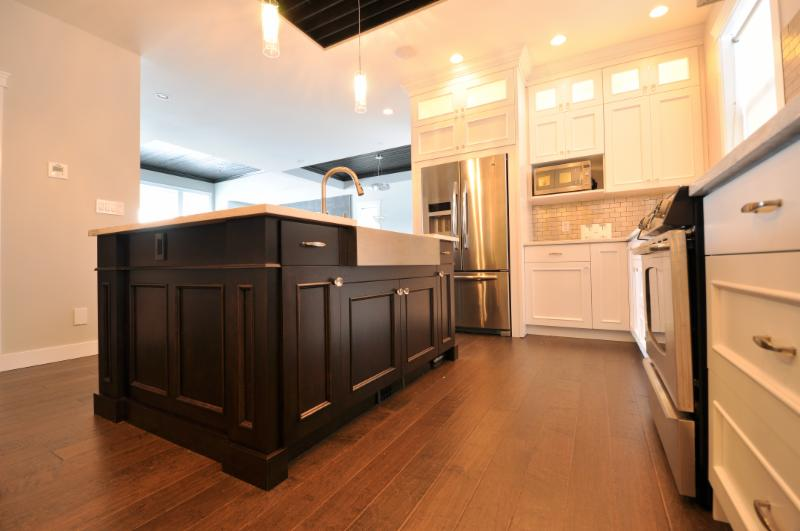 Living kitchens ltd kamloops bc 1361 mcgill rd canpages for Kitchen cabinets kamloops