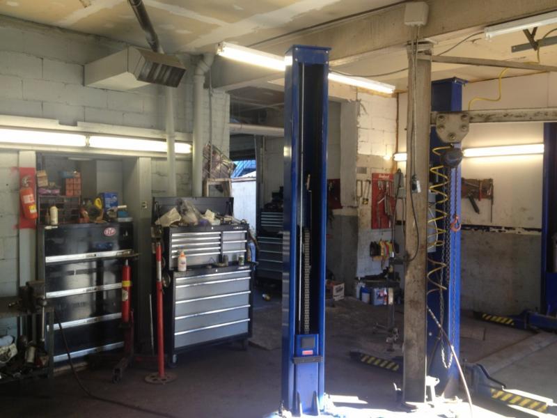 Garage m canique pi ces d 39 auto ferrari montr al qc for Garage mecanique auto