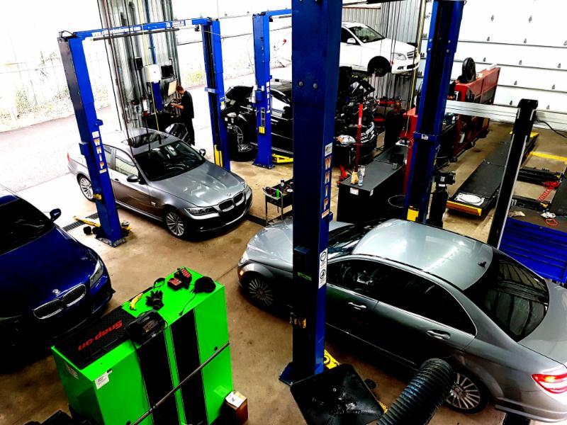 Garage Spécialiste : Mercedes-Benz Porsche BMW MINI Cooper Audi Mercedes Smart Mercedes Sprinter Volvo Audi Volkswagen Jeep Diesel Land Rover Jaguar and Subaru maintenance garage mécanique