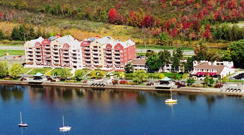 Hotel, Spa and restaurant l'Ancrage, near the lake Memphrémagog.