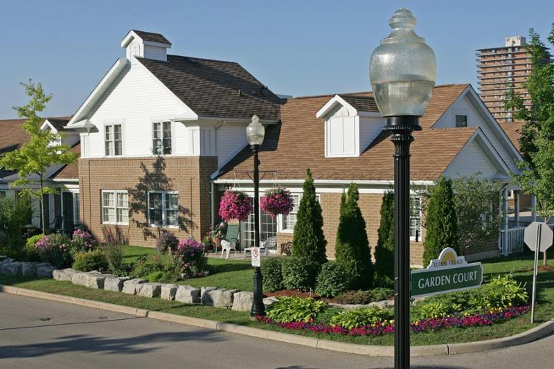 Luther Village On The Park
