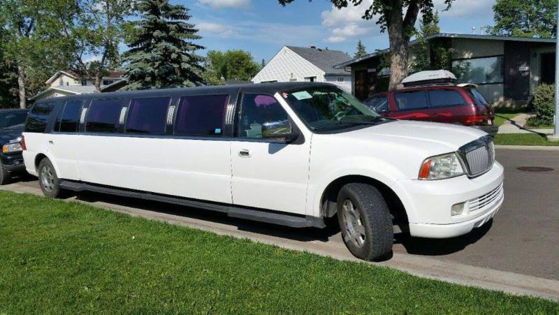 navigator limousine