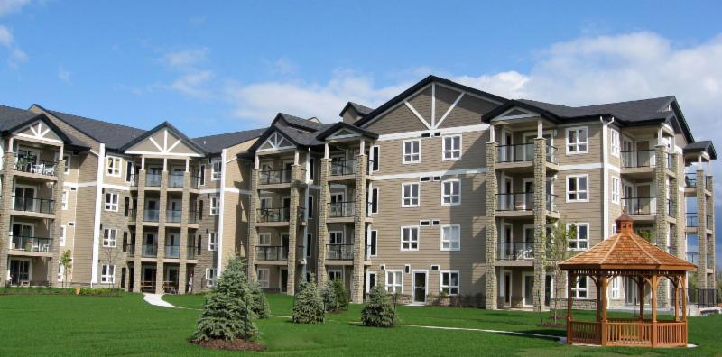 Seaway Pointe Condominiums, Welland - 86 unit, 4 storey, wood-frame condominium building completed in 2009 and won a WOODWORKS Ontario Award the same year