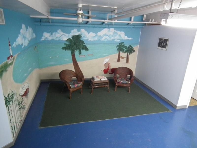 Spacious tanning lounge area.