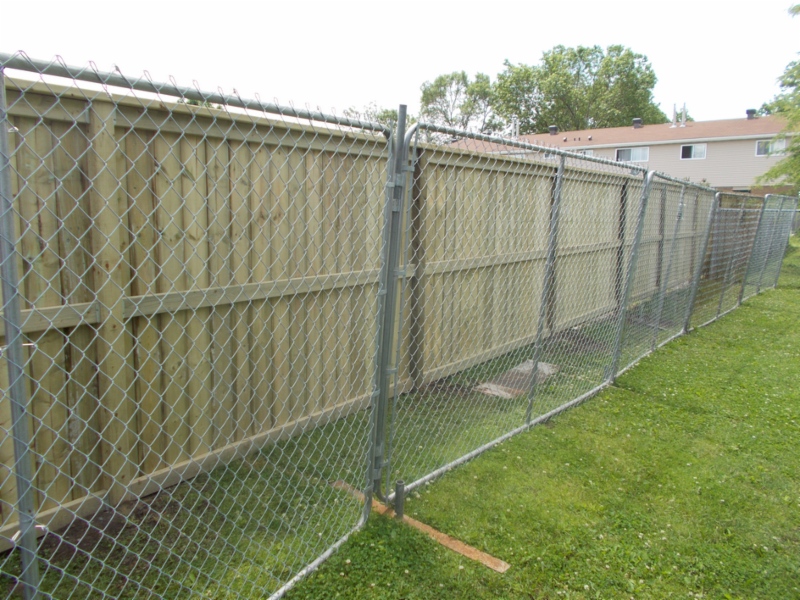 D R Fencing Sales Amp Service Cornwall On 820 Campbell