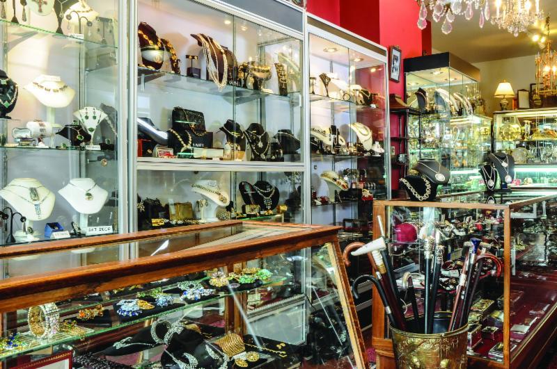 Antiquit zofia horaire d 39 ouverture 2455 rue notre for O miroir montreal qc