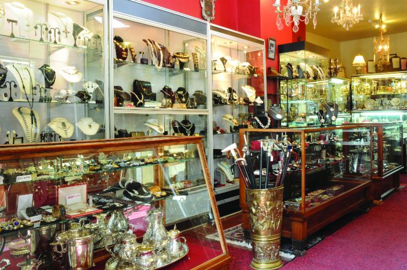 Antiquit zofia horaire d 39 ouverture 2455 rue notre for O miroir montreal