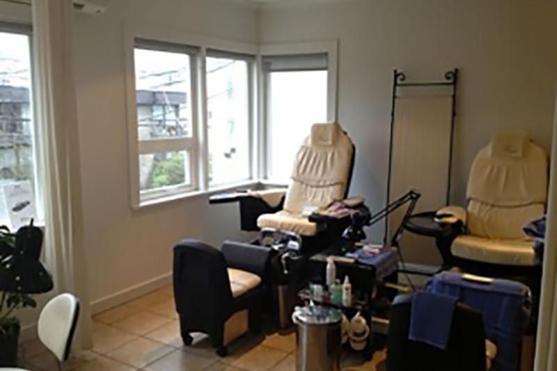 Our deluxe mani pedi room has room for 6! Enjoy mountain views while you are treated to luxurious bliss in our deluxe spa chairs. You might want a glass of wine with that, and we have wine!