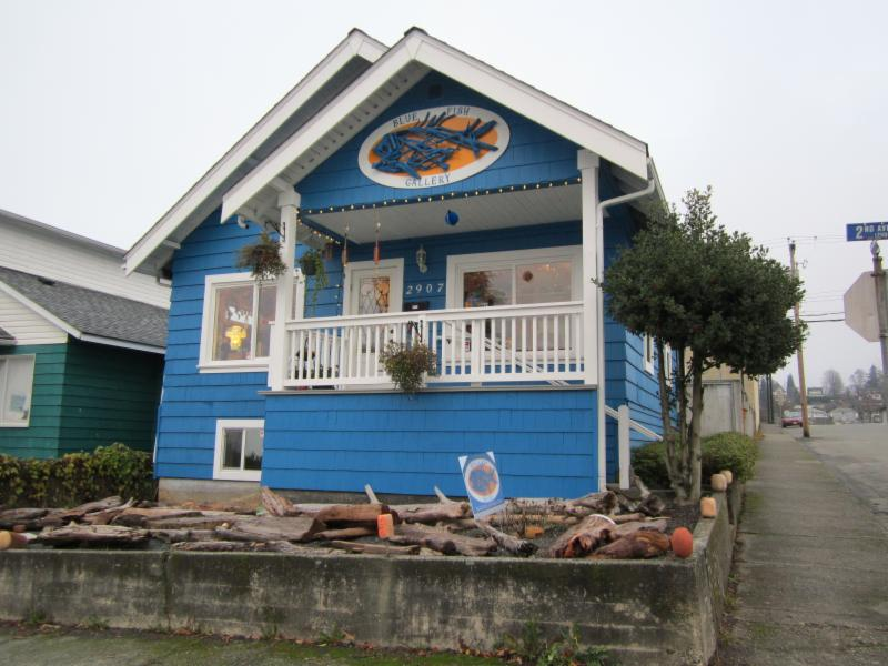 Blue fish gallery port alberni bc 2907 2nd ave canpages for Blue fish dental