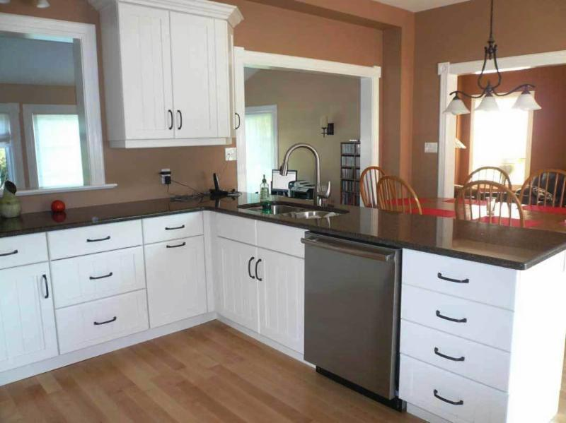 Kitchen cabinet solutions peterborough on 689 crown for Kitchen cabinets regina