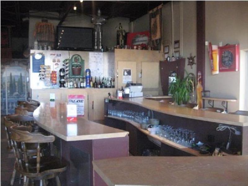 Bar les retrouvailles cowansville qc 191 rue for Pub cash piscine