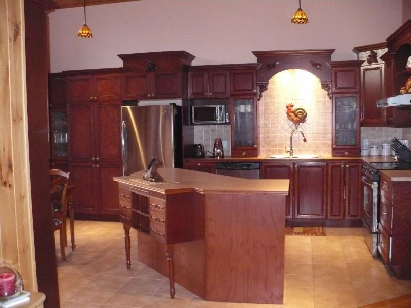 Les armoires sbc horaire d 39 ouverture 766 rue caya for Armoire de cuisine st jerome