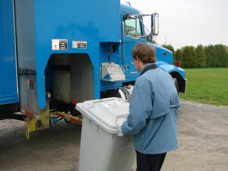Loading a tote of documents onto bin tipper for mobile shredding