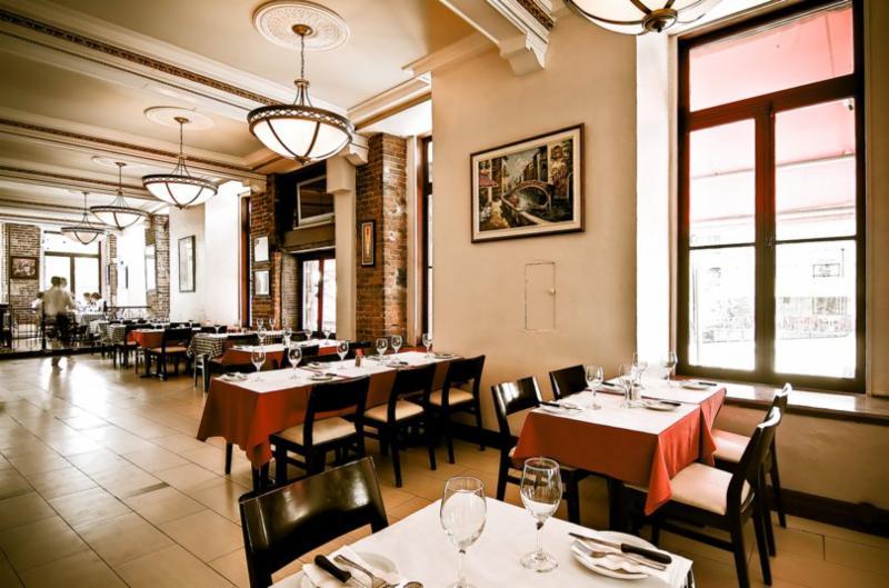 restaurant la vita horaire d 39 ouverture 1039 boul des laurentides laval qc. Black Bedroom Furniture Sets. Home Design Ideas