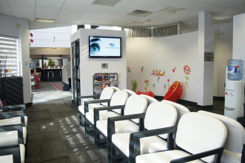 Salle d'attente confortable et coin pour les enfants !