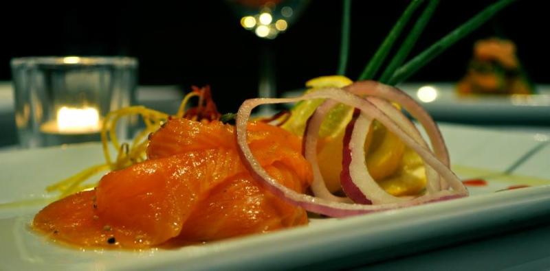 Le poisson rouge menu horaire et r servation 1201 rue for Tarif poisson rouge