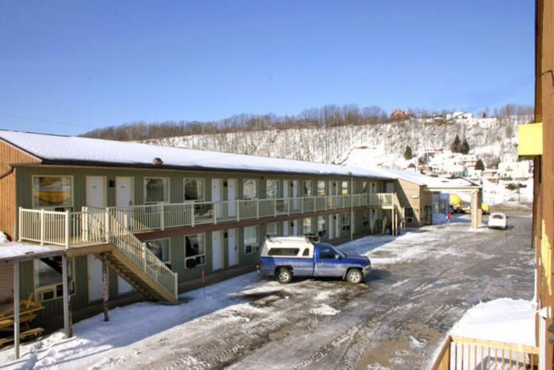 Motel bellevue horaire d 39 ouverture 9732 boul ste anne - Horaire piscine bellevue ...