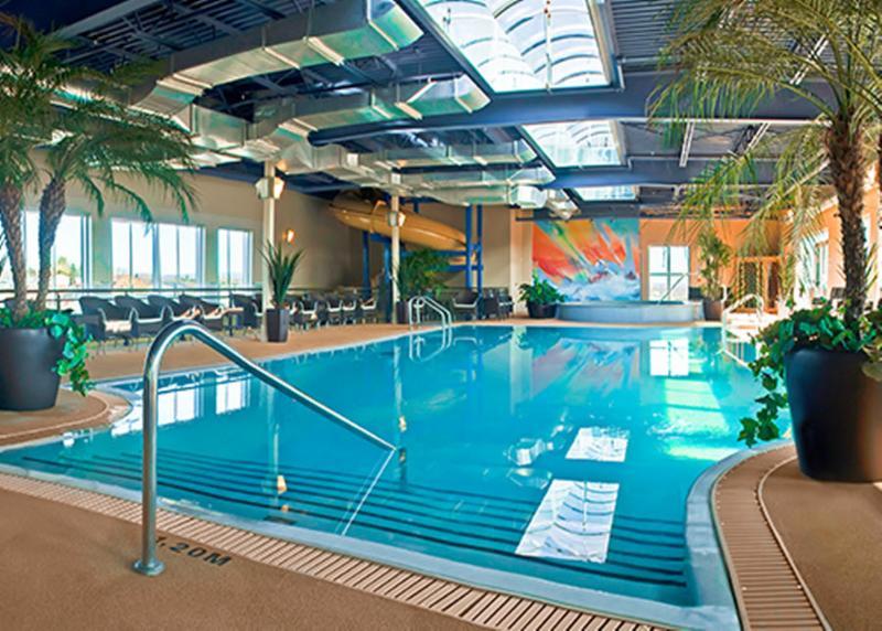 H tel must horaire d 39 ouverture 1345 rte de l 39 a roport for Hotel avec piscine vosges