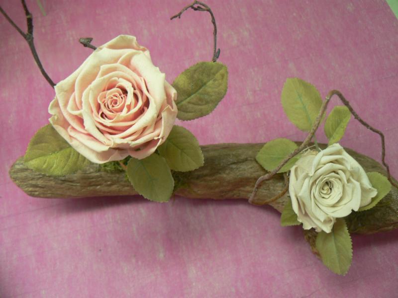 roses éternelles sur bois flotté