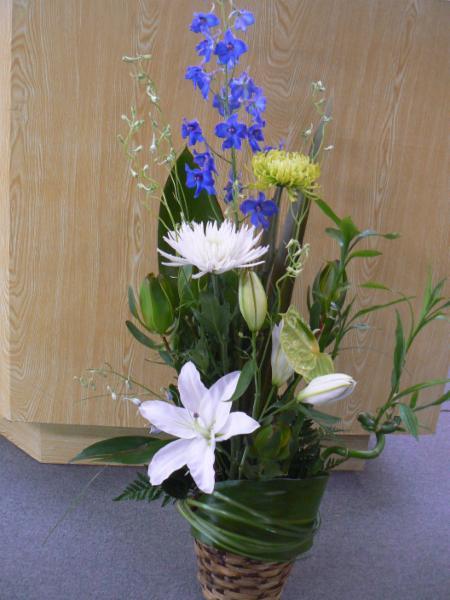 Montage funéraire en bleu et blanc