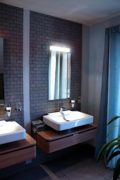 Sidler international burnaby bc 7626 winston st for Bathroom mirrors winnipeg
