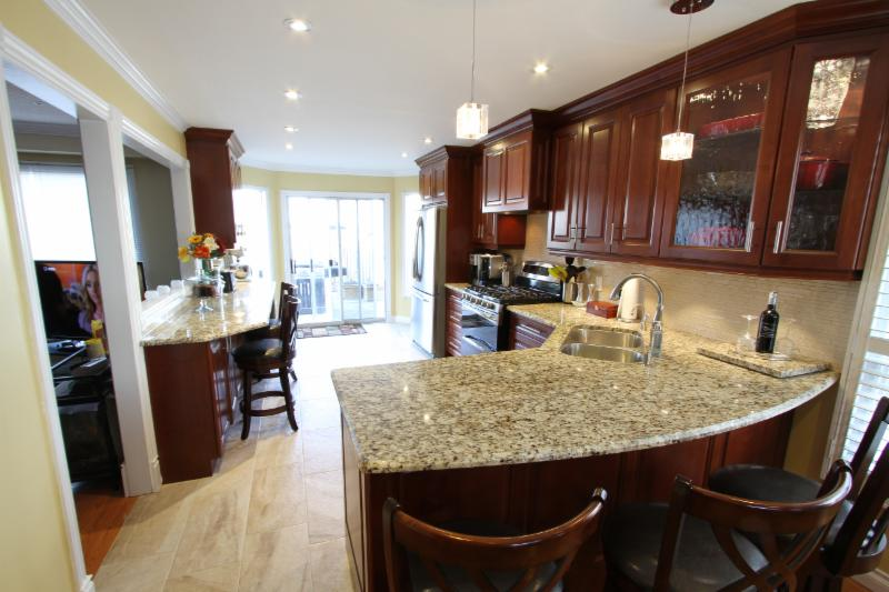 Classic kitchens renovations inc whitby on 1910 for Classic kitchen cabinets toronto